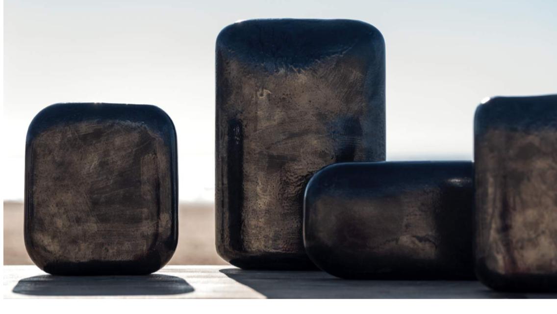 Xavier Brasleret vase design déco galet grès émaillé noir contemporain